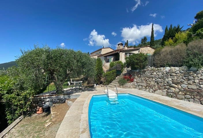 Quiet villa. Private swimming pool. 180° south vue