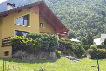 Maison 160m² / 4 chambres / Terrasse et jardin