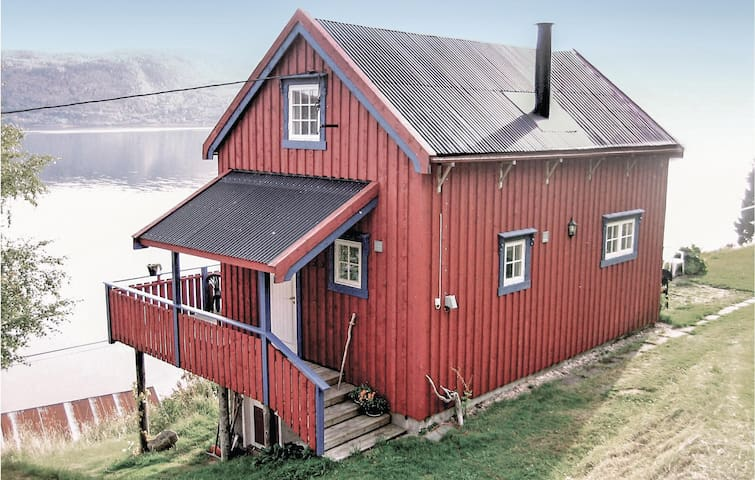 Holiday cottage with 2 bedrooms on 60m² in Follafoss