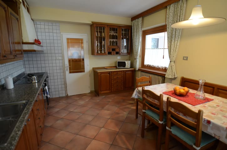 Apartment Valentini .4-6 people. close to lifts.