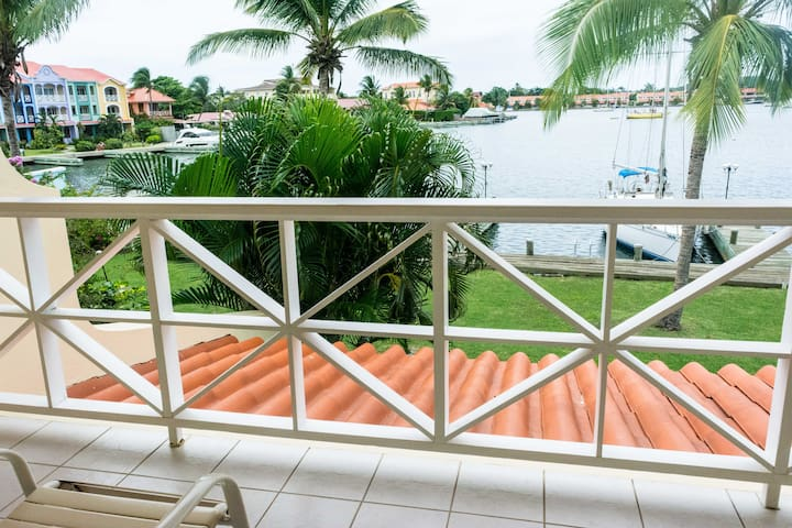 Bayview 2-Bed Villa #4, Water-front with Pool