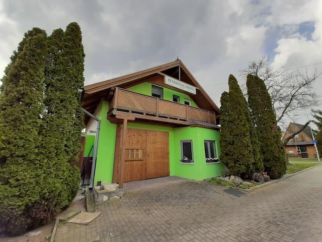 2 lůžkový podkrovní pokoj v obci Havraníky- Znojmo