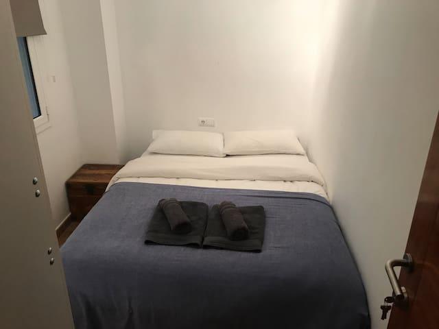 Cozy double bedroom/ shared bathroom