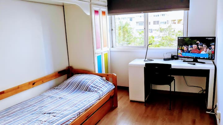 Room in Lisbon (next to subway station)