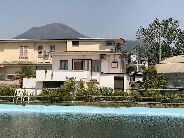 Vesuvian Villa On The Lake