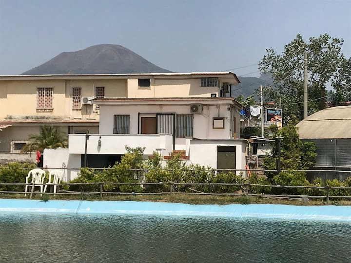 Vesuvian Villa On The Lake