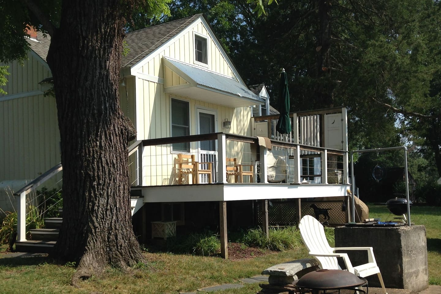 The Rosalie is a cozy 2 person apartment adjacent to the main house. Its dedicated driveway &  private west facing deck making it a private haven tucked  alongside the larger rental offering (the main house the James. sleeps 8 )