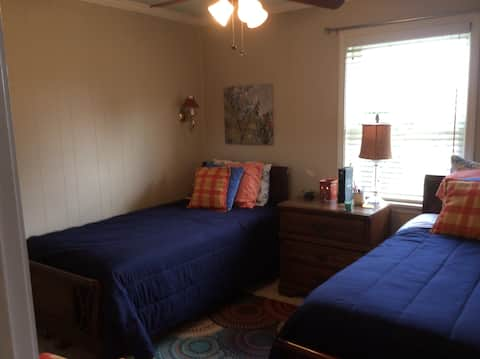 Country Living BNB-private room -twin beds