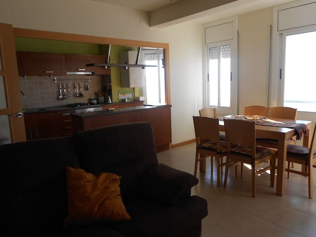 APARTMENT RIGHT IN FRONT OF THE SEA - Torredembarra - Apartament