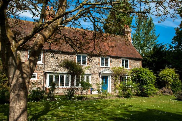 Walnut Tree House - sleeps 10