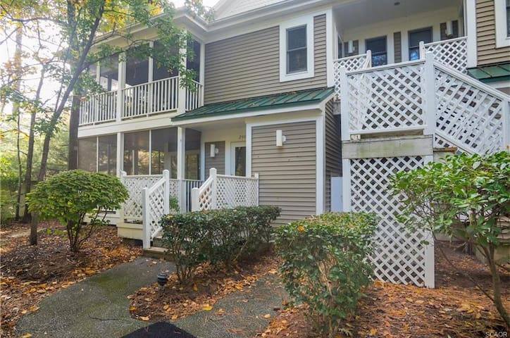 Bethany Beach condo less than a mile from beach!