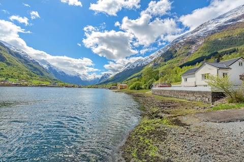 Vakantievilla aan de Fjord in Olden