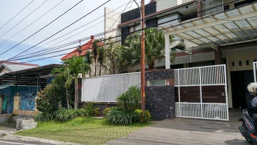 Dewandaru Guest House Syariah - Malang - Guesthouse