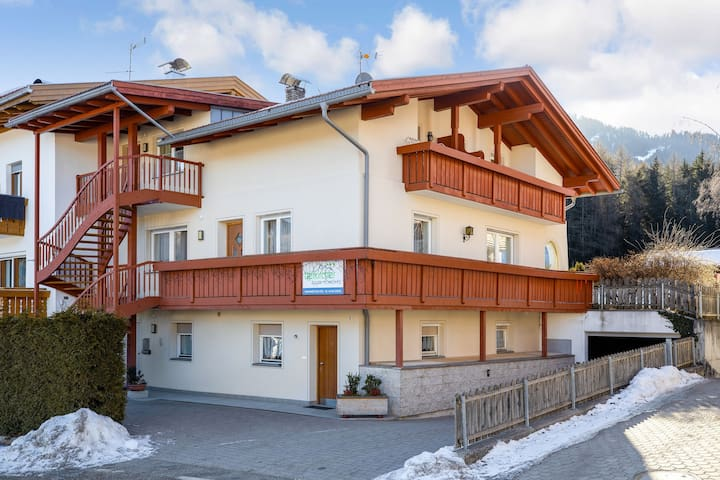 Haus Aue - Apartment 1 with Balcony, Mountain View & Wi-Fi; Parking Available, Pets Allowed