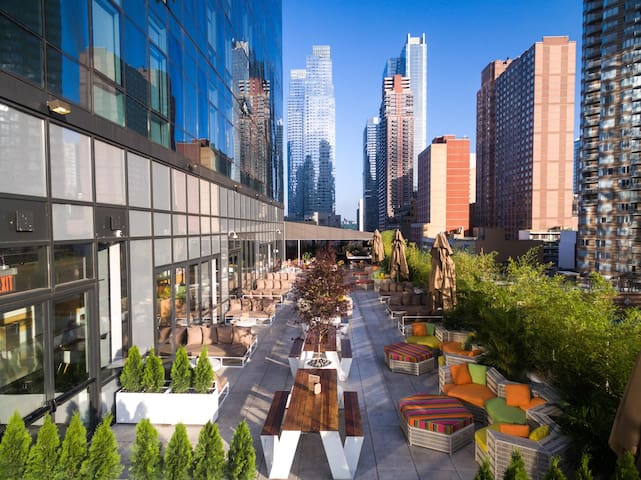 Enjoy the shared terrace in New York!