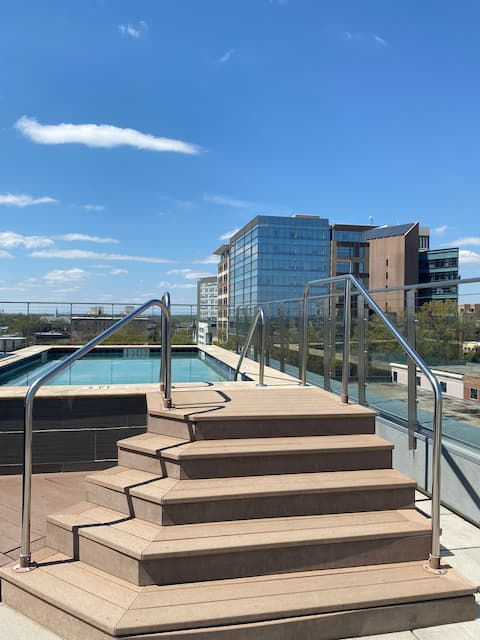Rooftop Pool & View | Cozy Condo | ♥ of Downtown!