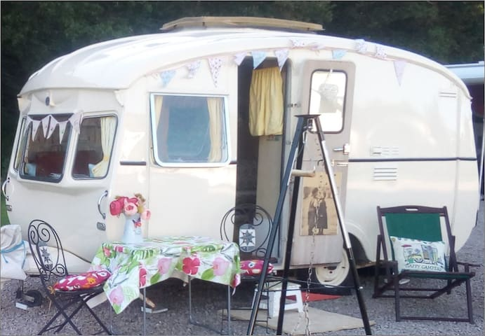 Vintage Caravan in peaceful, private setting