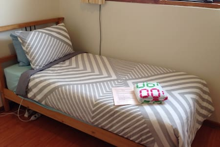 Steps to city, budget single room - Unley - 기타