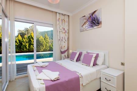 With Private Pool 5+2 Triplex Villa - Torba Mahallesi