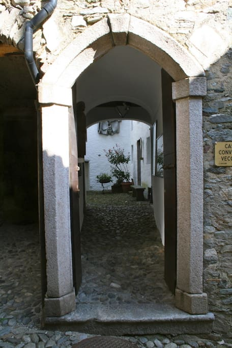 Eingangs Portico - Entrance Portico