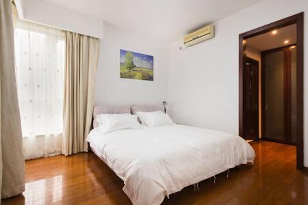 新国际博览中心 世纪公园 高档社区CBD精装豪华三房套房 意居服务式公寓 - Shanghái - Departamento