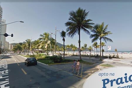 Apto a uma quadra da Praia do Forte - Praia Grande - Apartament