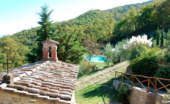 Villa San Savino with pool, two houses for two families, San Savino apartment 1