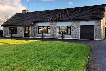 Ave Maria, Private Three Bedroom House, Tuam