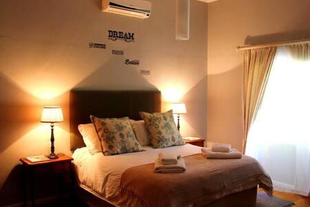 Die Rooi Granaat  - Family Room