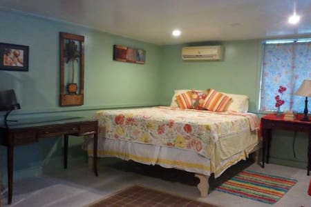 CHARMING TROPICAL COTTAGE  - Pago Pago
