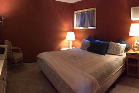 The Kings Room- King Sleep Number Bed Ground Floor - Levittown