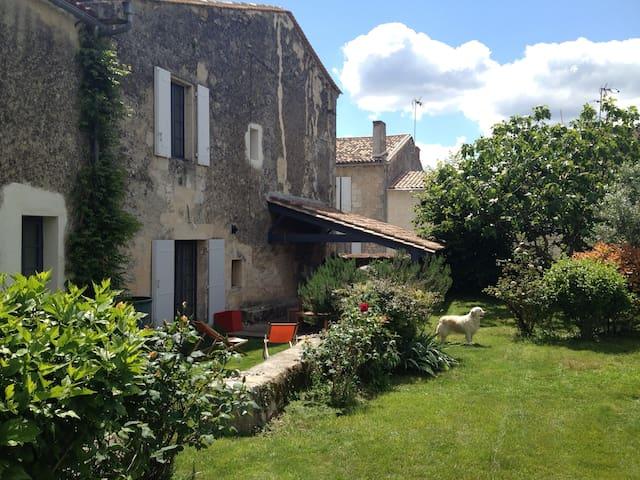 Maison d'artistes avec jardin - Fronsac