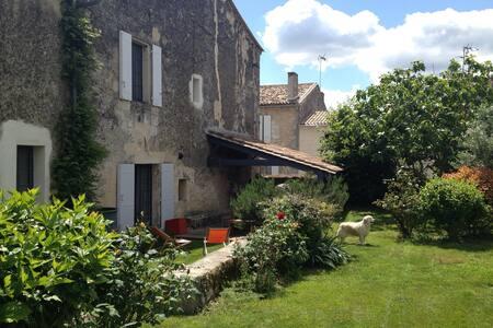 Maison d'artistes avec jardin - Fronsac - บ้าน