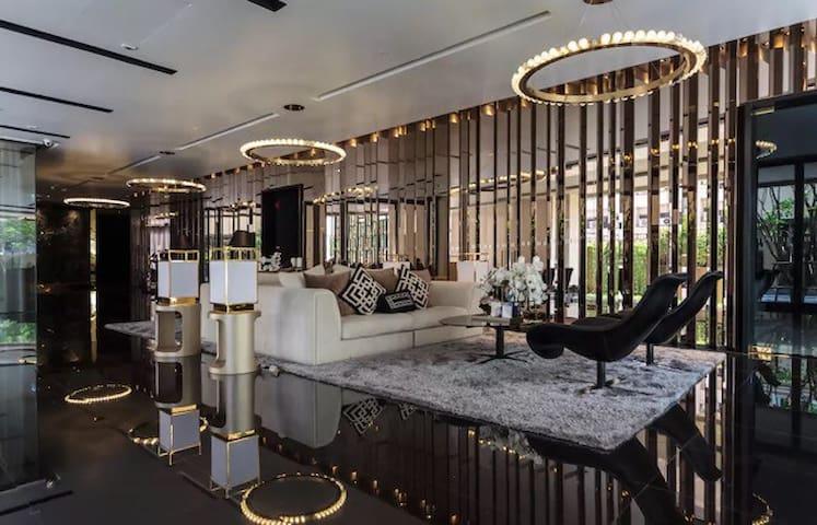 Luxury Condominium Close BTS +WiFi+Swimming P.+Gym