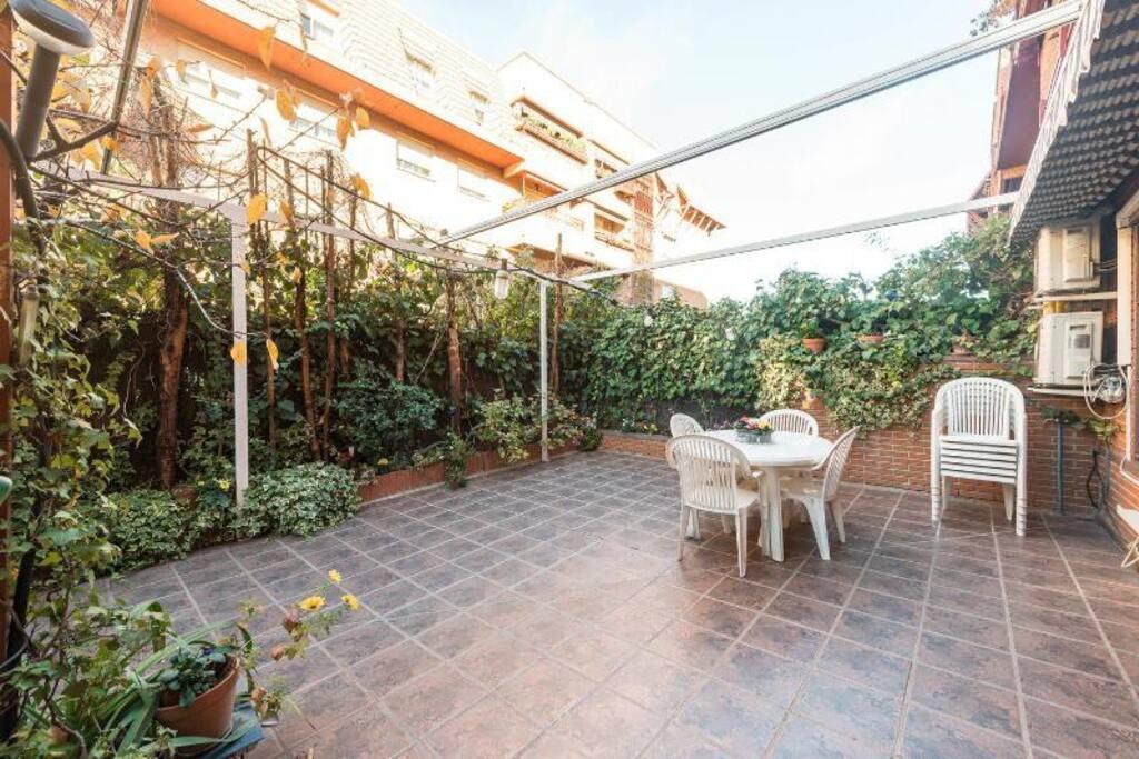 Vivienda familiar con jardin wifi junto a ifema for Alquiler bajo con jardin madrid