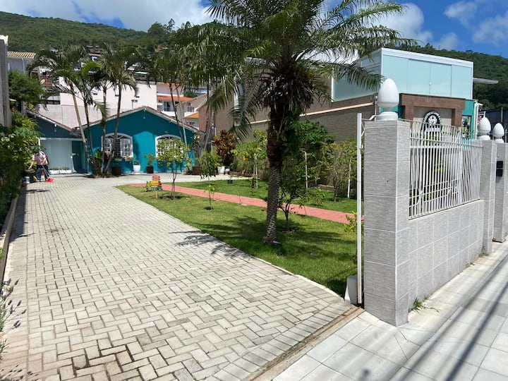 Casa Fantástica Praias /  UFSC / Centro