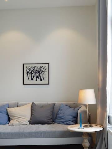 Front bedroom (print: artist unknown)
