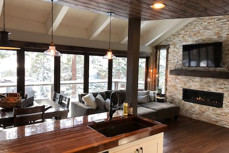 BooFré Chalét with Lake Tahoe view - sleeps 8