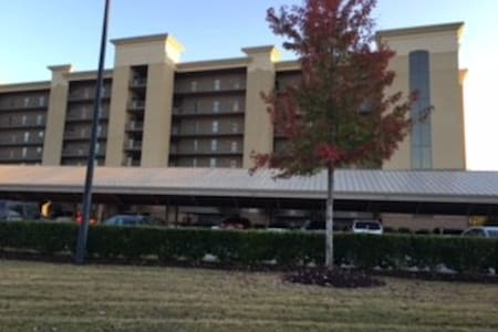 Game Day Condo Right off the Interstate - Anderson