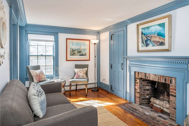 Special! King's Rook: Private yard, Walk to Harbor, dining & shops, family friendly