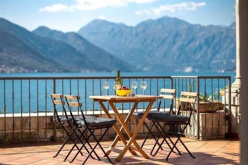 Lunch by the sea, Villa Branka