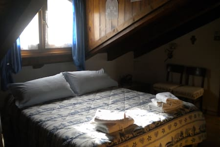 Doble attic blu room - Tione di Trento - Bed & Breakfast
