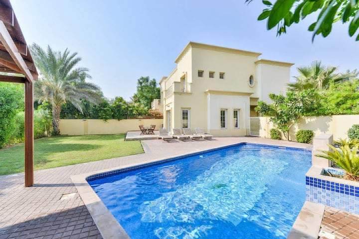 Beautiful 3/4 Bed Villa with Private Pool & BBQ -E