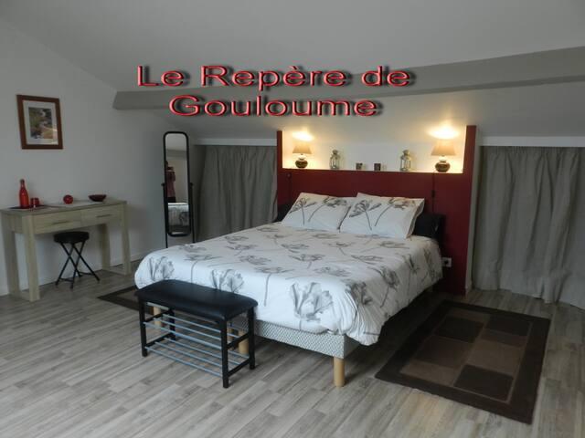 """Le Repère de Gouloume Chambre """"Les Cimes"""""""