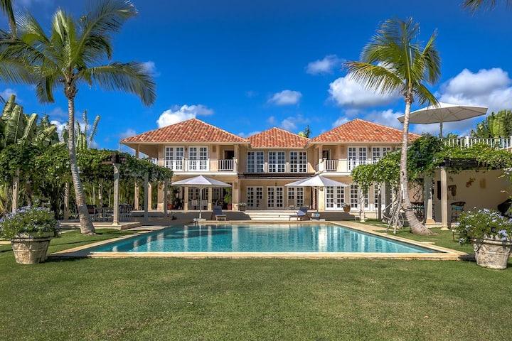Incredible Micro Estate in the luxury Arrecife Neighborhood