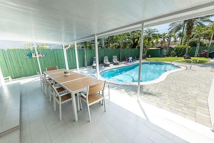New Oasis unique villa 5 /3  only  5 min to beach