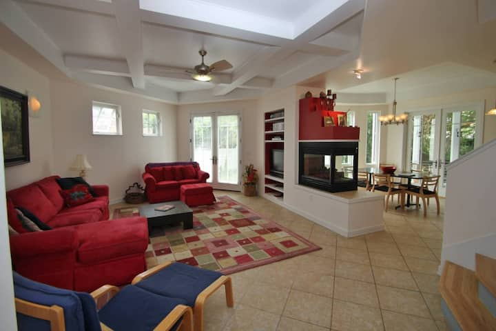 Pet Friendly 6BR 4 BA Home in Rehoboth 2 blocks to the Beach, 5 Mins to town w/Free Golf and More!