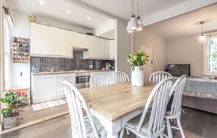 Beautiful Victorian flat-Clapham/Brixton, sleeps 6