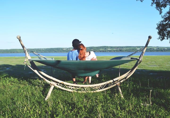 Condo familial avec foyer au bord du fleuve