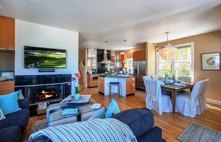 This spacious Great Room has an HDTV, fireplace, dining area and comfortable seating for a cozy night in.